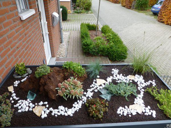 bepflanzung f r m lltonnenboxen mit pflanzdach. Black Bedroom Furniture Sets. Home Design Ideas